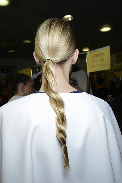 David D'Amour, coiffeur de stars (Maripier Morin, Marie-Mai, Karine Vanasse) nous explique comment réaliser des coiffures branchées qui ne nécessitent pas trop de dextérité.