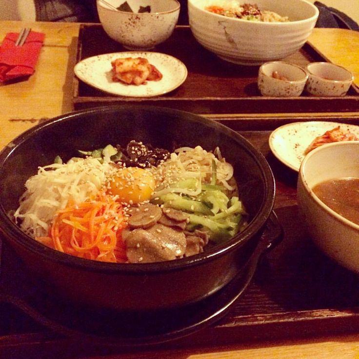 Bibidi? Babidi? Bibimbap! ☝️ yummy #glutenfree and #veggie Korean dinner at #madang in Berlin. Soooo good! #Vegan options as well!  have a great weekend guys! #korean #koreanfood #bibimbap #yummy #food #foodpic #instafood #vegetarian #rice #veggies #carbthefuckup #weekend #supper #dinner #datenight #kimchi #yummyinmytummy #happybelly #glutenfrei #glutenfreefood #dairyfree