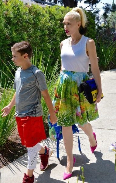 Gwen Stefani Photos Photos - Busy mom Gwen Stefani is seen at church with her kids in Los Angeles, California on June 5, 2016. She had her hands full with her three sons, Kingston, Zuma and Apollo. - Gwen Stefani Goes to Church