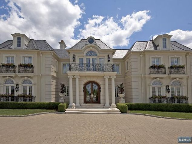 Best 25 french mansion ideas on pinterest french for French chateau style homes for sale