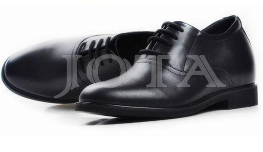 Plain toe dress shoes in black color