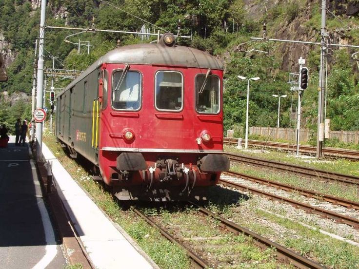 """Steuerwagen von dem """"Strada del Sole"""" Autozug, der durch Simplontunnel fährt, in Iselle. 04.08.07"""