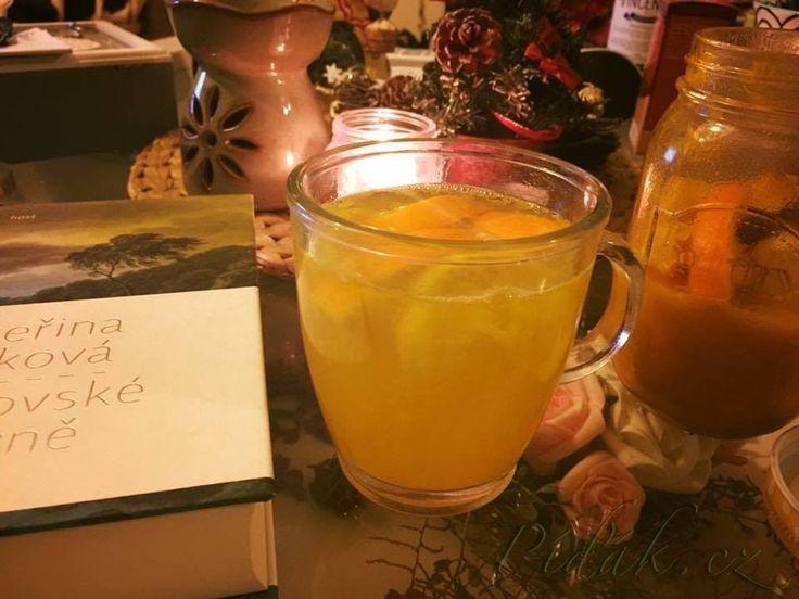 POTŘEBNÉ PŘÍSADY:  kurkuma - polévková lžíce  citron - nejlépe bio pomeranč - nejlépe bio med - 3 polévkové lžíce  zázvor - jeden menší kousek   POSTUP PŘÍPRAVY:  Pomeranč a citron dobře omyjeme a pokrájíme na kousky.