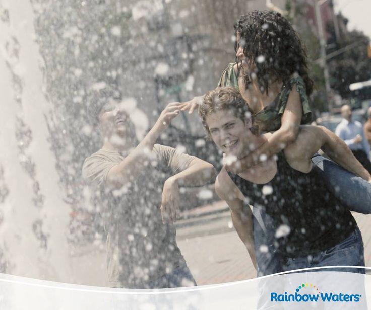 Η φιλία είναι σαν το νερό: δεν έχει χρώμα, σχήμα, χώρα ή μέγεθος, αλλά είναι στοιχείο απαραίτητο για τη ζωή!