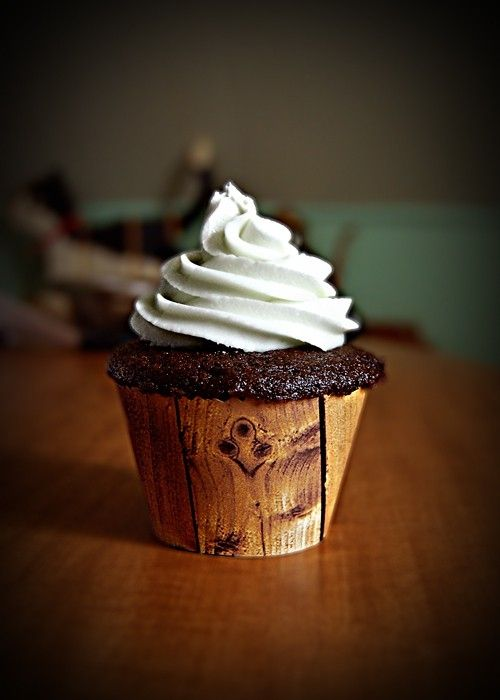Wood cupcake wrapper by iva