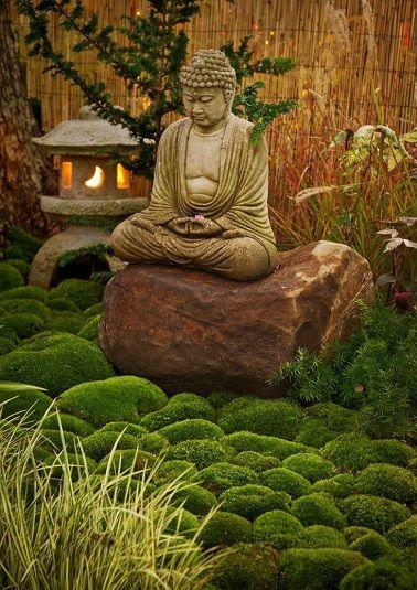 Symbole ultime de la détente, le grand bouddha s'invite dans le jardin zen pour inviter au lâcher prise.