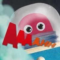 My Little Rocket mixa in modo convincente gioco fisico e digitale, invitando i bambini a lanciare il proprio razzo virtuale nello spazio, poi a costruirne uno vero con forbici, colla e cartone e alla fine a spedirlo nello spazio dalla piattaforma di lancio dell'iPad.