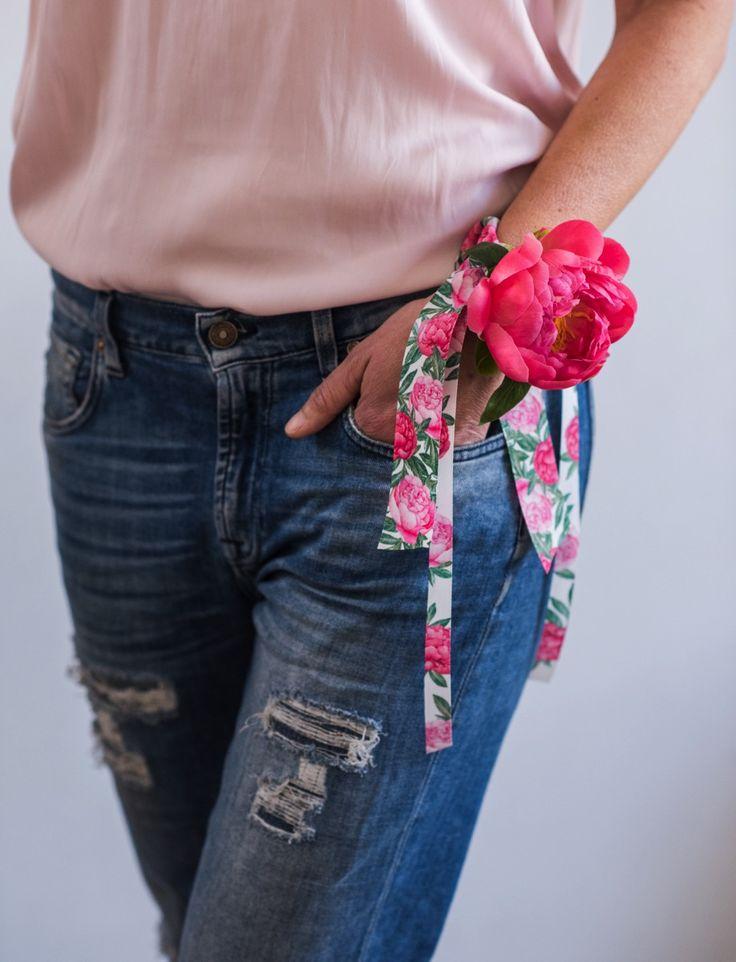 Paeonia #greenandglam #ellenhidding #flower #ribbon #nature