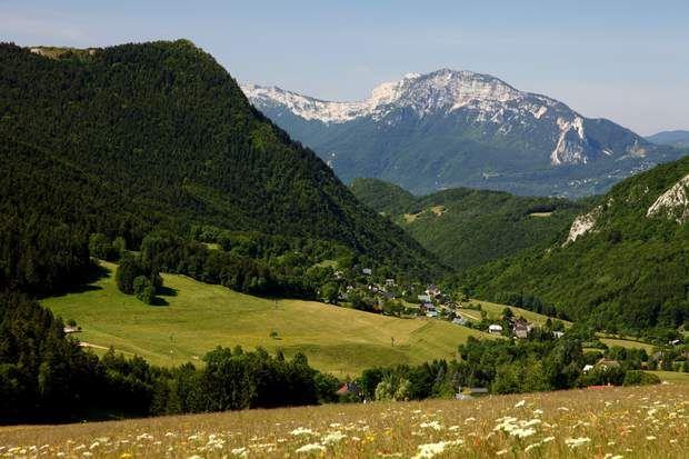Le Vercors Un vaste territoire naturel protégé, des paysages de montagne et de forêt, une faune riche et nombreuse… Le massif du Vercors, au sud-est de la France Le parc naturel régional du Vercors possède en effet de nombreux chemins de randonnée