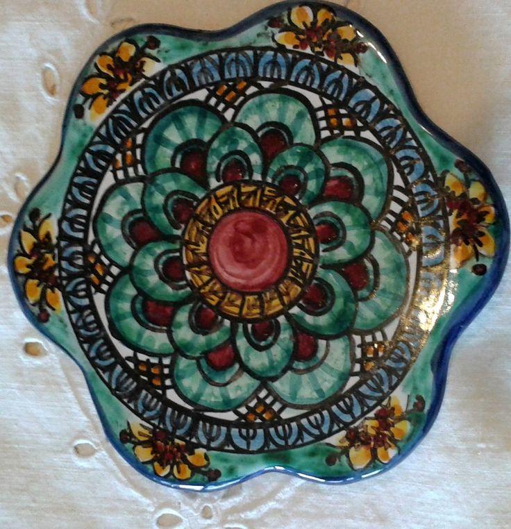 Poggia caffettiera in ceramica dipinto a mano.Decoro Geo/Floris, by ilciliegio, 9,00 € su misshobby.com