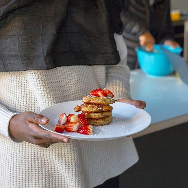 Idag lagade vi karibiska bananplättar på vår lektion😍 Dom innehåller varken ägg eller mejeriprodukter. Supergoda och enkla att göra🍌 Eleverna älskade plättarna❤ Recept finns på bloggen. Sök efter BANANPLÄTTAR i bloggens sökruta eller klicka på min fastnålade händelse ovan👆