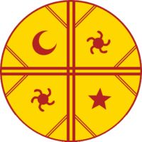 CULTRÚN (parche)  En la cosmovisión mapuche, el kultrun o cultrún representa la mitad del universo o del mundo en su forma semi esférica; en el parche se encuentran representados los cuatro puntos cardinales, que son los poderes omnipotentes de Ngenechen (Dios), dominador del universo, los cuales están representados por dos líneas a manera de cruz y sus extremos se ramifican en tres líneas más, representando las patas del choyke (ñandú); dentro de los cuartos que quedan divididos por las…