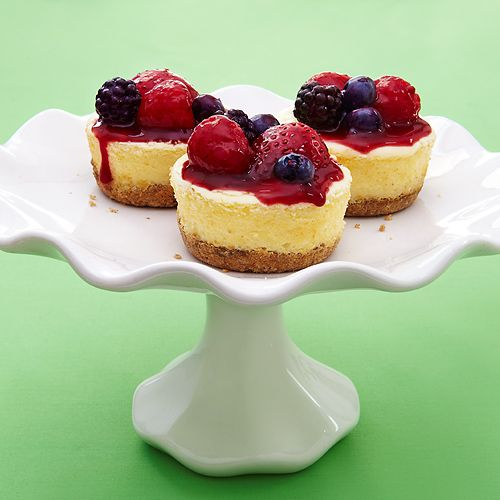 Greek Yogurt Cheesecakes with Quick Berry CompoteCrock Pots, Berries Compote, Cream Cheese, Quick Berries, Mini Cheesecakes, Slow Cooker, Cleaning Eating, Greek Yogurt Cheesecake, Minis Cheesecake