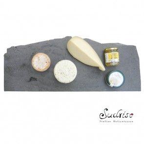 Vendita Online di prodotti tipici della Basilicata e non solo. Nella bottega della latteria troverai il caciocavallo podolico, canestrato di moliterno, formaggi caprini, il pecorino di filiano dop.