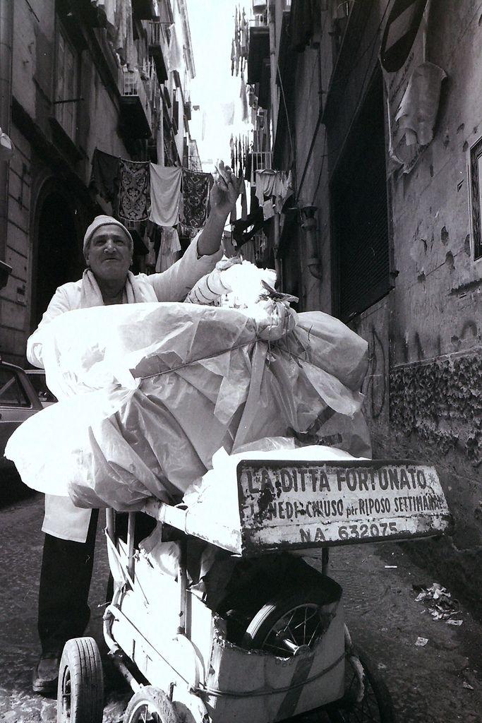 La ditta Fortunato o' tarallaro. Napoli 1985 (closed on Monday) #TuscanyAgriturismoGiratola