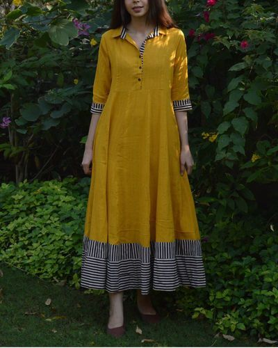 Mustard shirt with flared maxi dress and striped borders – #borders #dress #flar…