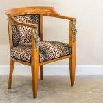 140 Yıllık Empire dönemine ait olan Antika Sandalye.  Mobilyada ilk göze çarpan cilanın kullanılmasıdır.