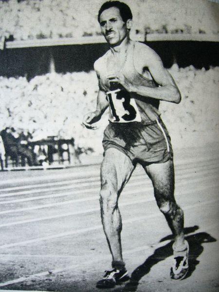 Alain Mimoun, grand marathonien, ayant vécu jusqu'à  l'âge de 92 ans.