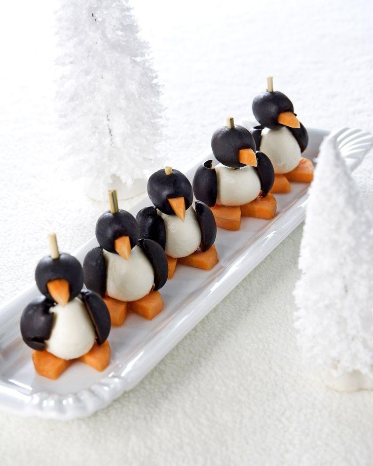 Gezonde traktatie: pinguïns   Flairathome.nl, minimozzarella's, zwarte olijven, wortels, satéprikkers