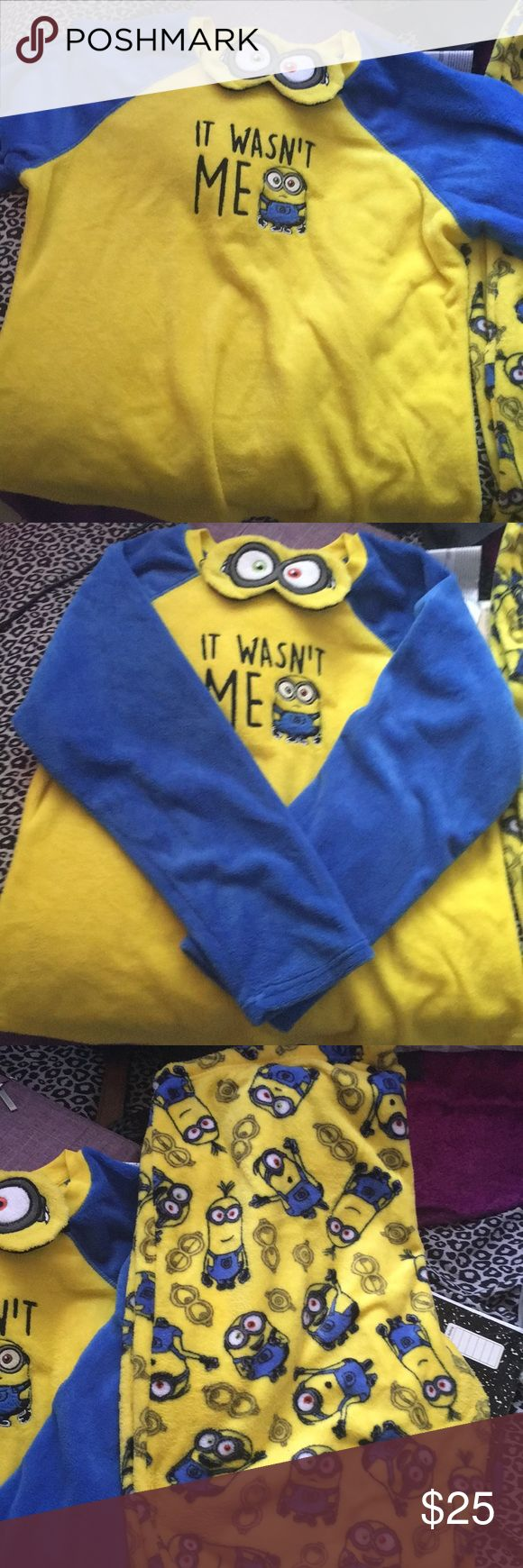 Minion women's sleepwear Size 2x (18W-20W) MINIONS! Long sleeve shirt. Long stretchy pants.  IT ALSO INCLUDES A MINION MASK! WILL ALSO INCLUDE REGULAR MINION SOCKS. It is super soft and comfy. Bought them for me for Christmas in 2015  because Its really cute. But I live in Florida! Who's going to wear that in this heat!   Ps.   shipping any day. SPRING BREAK WEEK ONLY (March 5-12) Intimates & Sleepwear Pajamas