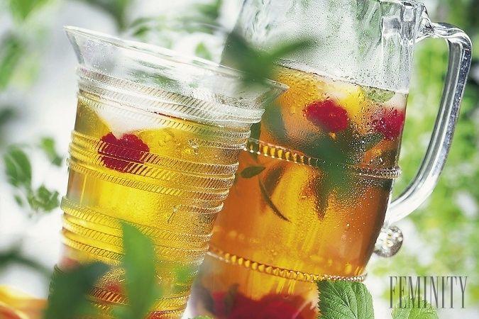 Ráno, ešte pred raňajkami si zalejte malinové listy horúcou vodou a nakvapkajte niekoľko kvapiek citrónu