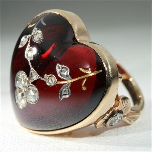 Heart-shaped garnet ring inlaid with gold, silver and rose cut diamonds, c. 1890-1900.