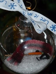 Melted snowman Christmas ornament!  Claire would love to make these and they are wicked cute teacher gift ideas!