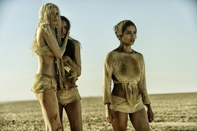 Still of Zoë Kravitz, Abbey Lee and Courtney Eaton in Безумный Макс: Дорога ярости (2015)