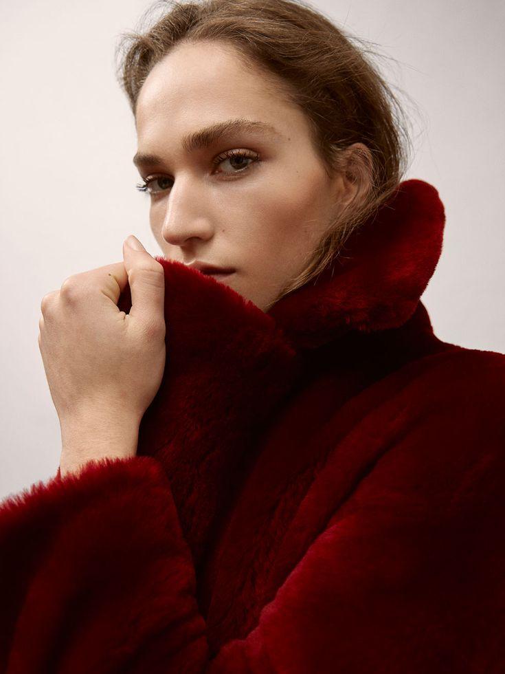 Fall Winter 2017 Women´s REVERSIBLE MOUTON FUR COAT at Massimo Dutti for 699. Effortless elegance!