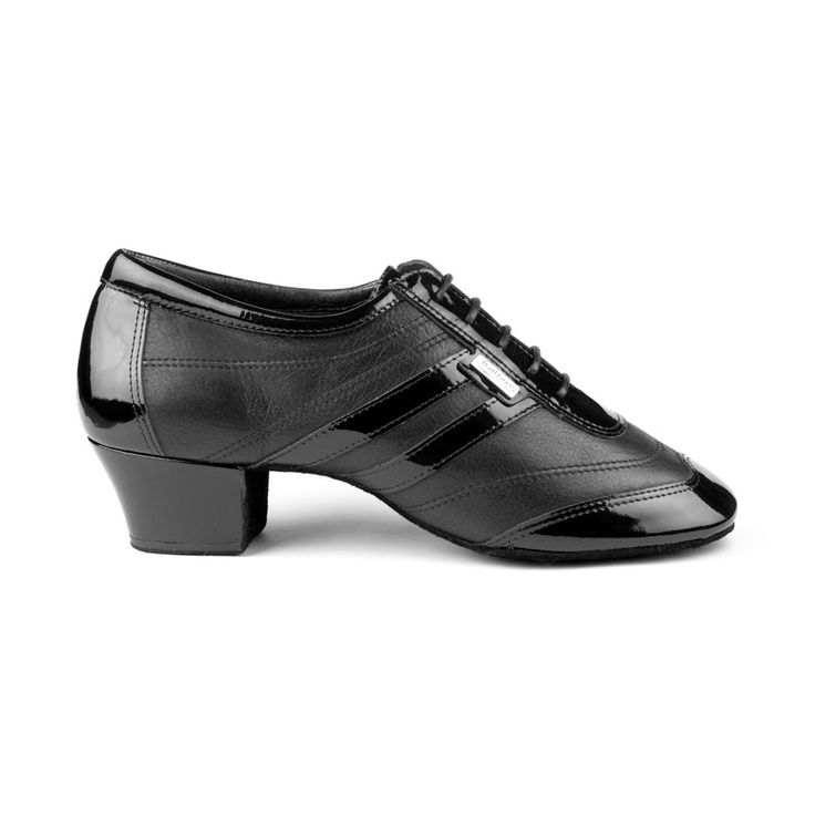 Rå og flot latin dansesko til herrer. Skoen PD012 Pro er fra PortDance og er udført i sort læder og lak. Forhandles hos Nordic Dance Shoes: http://www.nordicdanceshoes.dk/portdance-pd012-pro-sort-laeder-dansesko#utm_source=pin