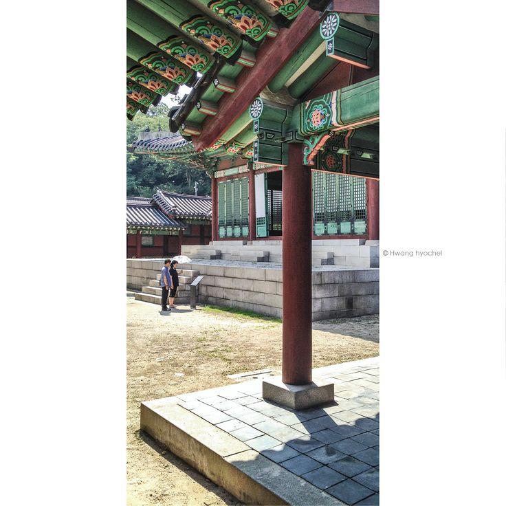 Looing at the Gyeonghuigung Palace Seoul. Korea