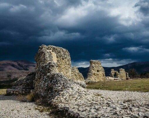 Sito Archeologico dell'antica città di Peltuinim sul tracciato che collegava L'Aquila a Foggia #abruzzo