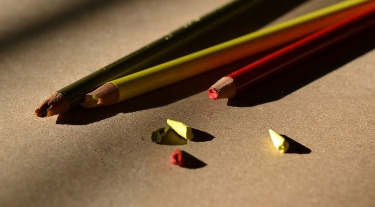 Pencil lead keeps breaking when you sharpen? How to repair broken leads in colored pencils