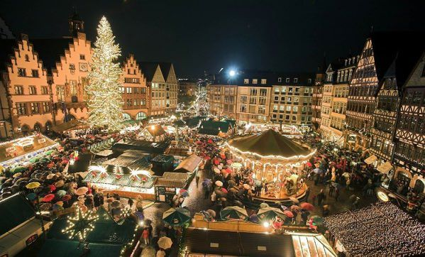 GERMANS PUT ON THEIR XMAS TREE ON THE 24TH OF DECEMBER
