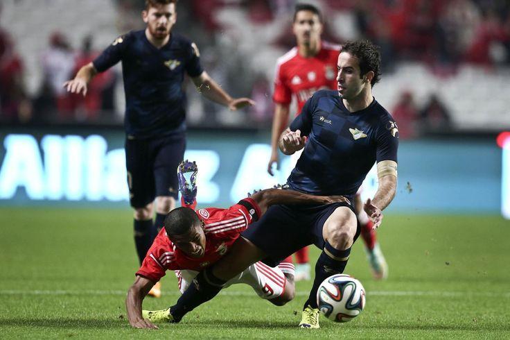 Benfica qualificou-se hoje para os oitavos de final da Taça de Portugal de futebol, ao vencer por 4-1 na receção ao Moreirense, num encontro em que o brasileiro Jonas e o argentino Salvio bisaram.