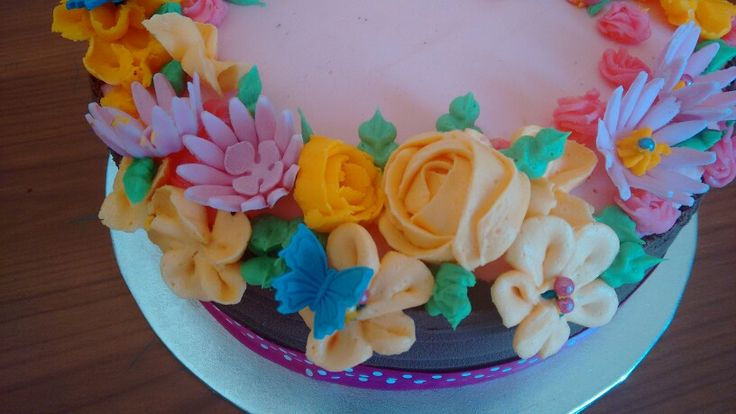 Flower bouquet cake for a butterfly