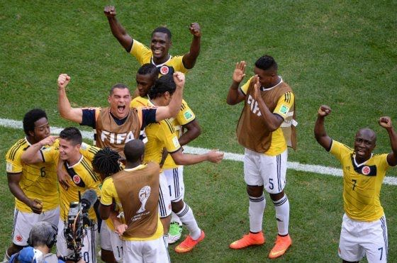 El seleccionado nacional, con goles de James Rodríguez y Juan Fernando Quintero, venció 2-1 a Costa de Marfil en su segunda presentación en el Mundial de Brasil.
