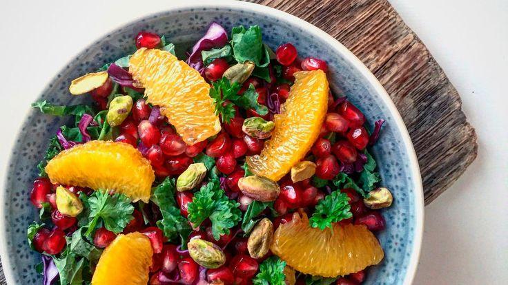 En frisk og fargerik salat. Passer som lunsjrett eller tilbehør til kjøtt eller hvit fisk.