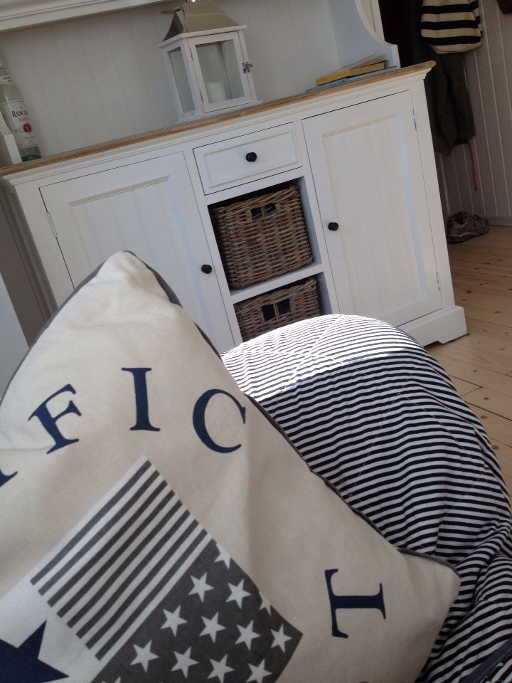 Love the maritime/summer house style