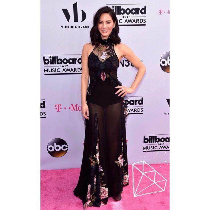 Оливия Манн на красной дорожке Billboard Music Awards 2017. ✔️платье - Redemption Spring 2017.  #bg_redcarpet • • • • •  #celebrity #style #fashion  #звездныйстиль #модаотзвезд #стильныеновости #стильная #оливияманн #краснаядорожка http://tipsrazzi.com/ipost/1520181163824727772/?code=BUYxLbYA0bc