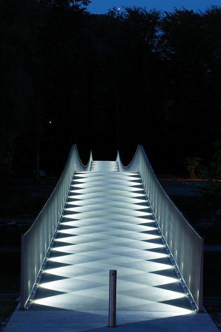 The Mülimatt footbridge oder the River Aare in Windisch/CH |