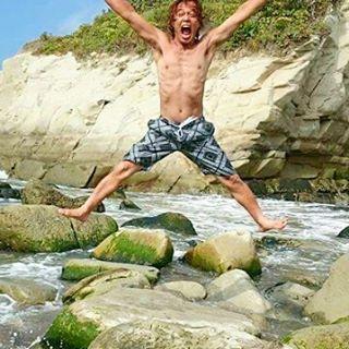 【mr.kengoshow5963】さんのInstagramをピンしています。 《『海の岩場 DE ジャンピング~🎵🙌』…千葉県の外房にある 1番お気に入りのオートキャンプ場『ワイルドキッズ』の目の前の海でジャンプしてみた❗🌊⛺🎄🚙😜☝着地の際に コケで足を滑らせる可能性大だから、良い子のみんなは 真似をしない様にねぇ〰❗😜☝#sea #海 #rock #岩 #海水浴 #summer #夏 #jump #ジャンプ #jumping #ジャンピング #jumper #ジャンパー #oceanpacific #op #surfpants #サーフパンツ #水着 #autocamping #オートキャンプ #camp #キャンプ》