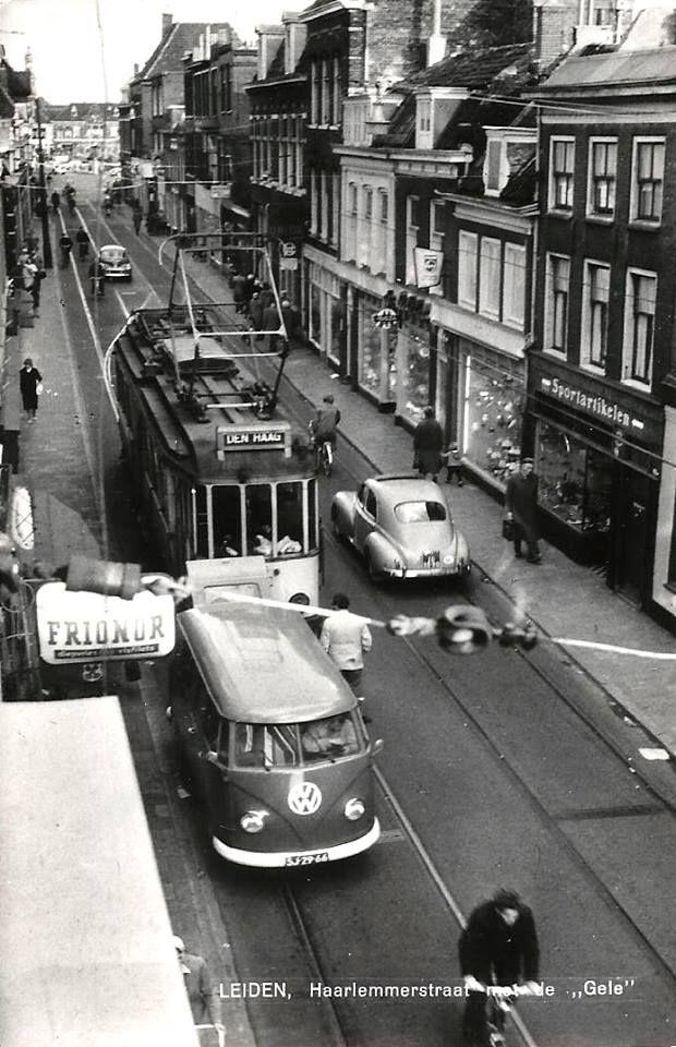De Gele tram door de Haarlemmerstraat