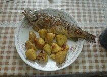 Pstruh pečený s bramborem