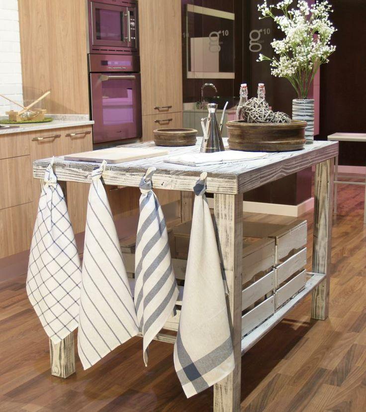 La mesa la fabricamos con palets reutilizando su madera for Muebles de cocina con palets