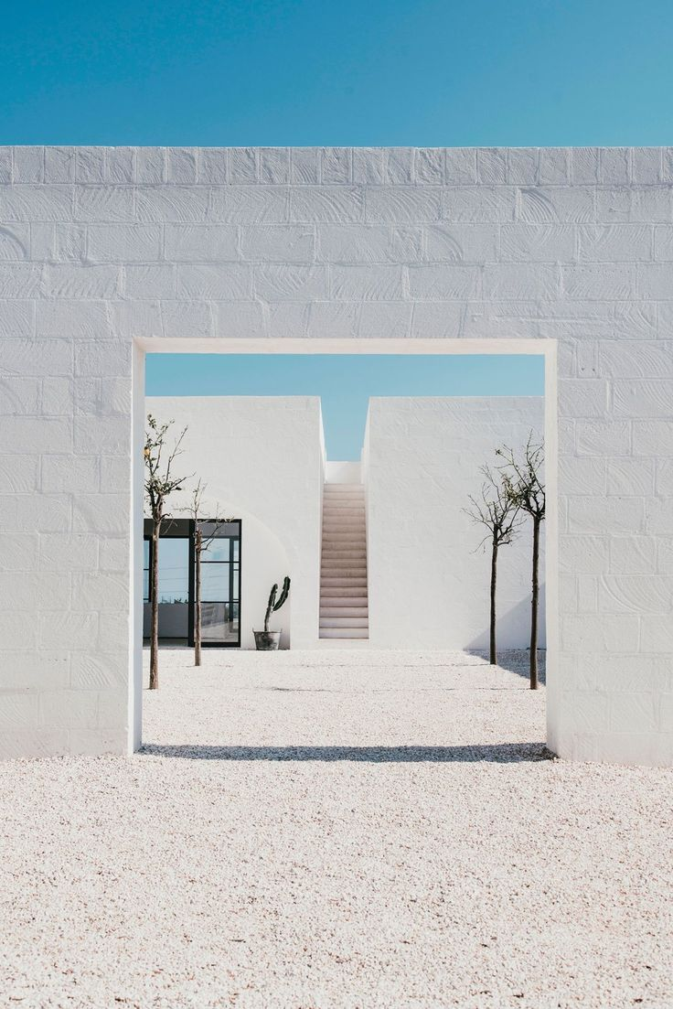Courtyard. Masseria Moroseta by Andrew Trotter. Photo by Salva López.