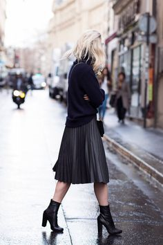 The pleated skirt will also be a killer style when worn as part of an all-black outfit, as demonstrated here by Charlotte Groeneveld. A knitted sweater will also make a great match to a skirt like this one. Knit: Blake LDN, Skirt/Boots: Zara, Bag: Valentino.