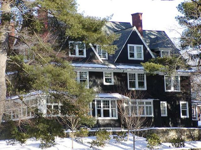 Popular from 1840 to 1900: Shingle Style Victorian Shingle Style House. Photo © 2005 Jackie Craven