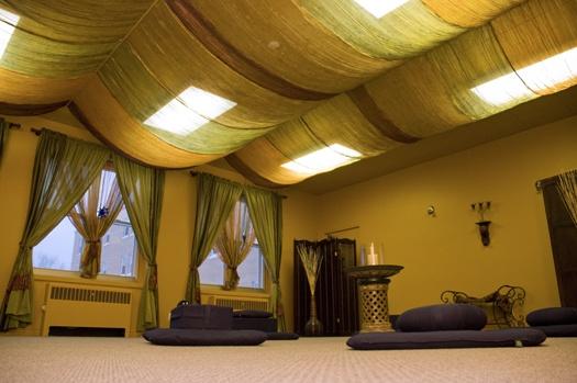 Die besten 25 yoga studio dekor ideen auf pinterest for Raumgestaltung yoga