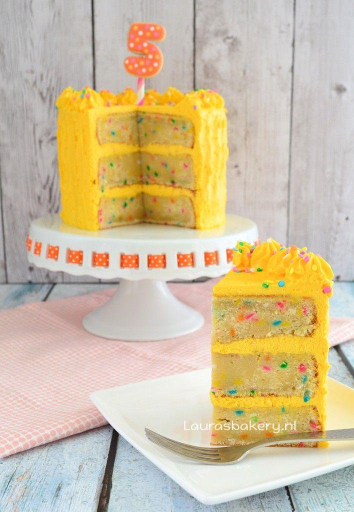 Confetti verjaardagstaart - Laura's Bakery - funfetti birthday cake